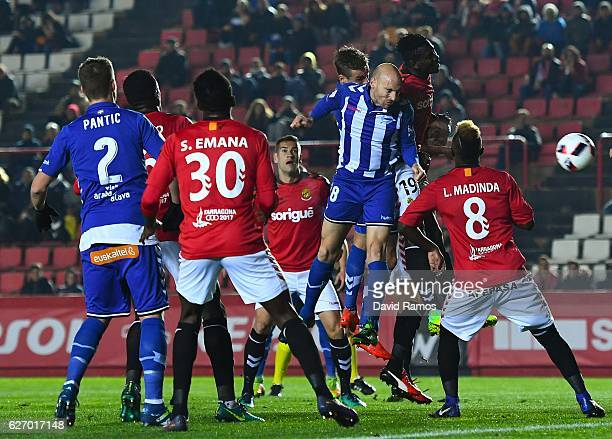 Gaizka Toquero of Deportivo Alaves scores the opening goal during the Copa del Rey round of 32 first leg match at Nou Estadi on December 1 2016 in...