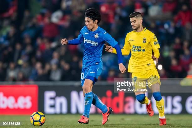 Gaku Shibasaki of Getafe CF runs past Hernan Dario Toledo of UD Las Palmas during the La Liga 201718 match between Getafe CF and UD Las Palmas at...