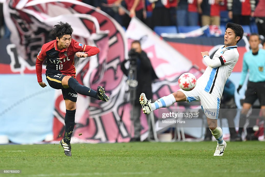 Gaku Shibasaki of Kashima Antlers in action during the 96th Emperor's Cup final match between Kashima Antlers and Kawasaki Frontale at Suita City Football Stadium on January 1, 2017 in Suita, Osaka, Japan.