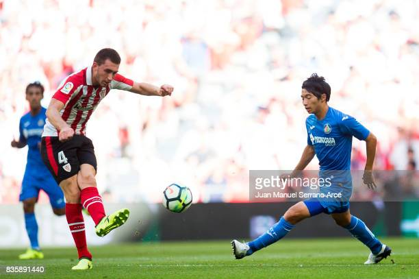 Gaku Shibasakiof Getafe CF competes for the ball with Aymeric Laporte of Athletic Club during the La Liga match between Athletic Club and Getafe at...