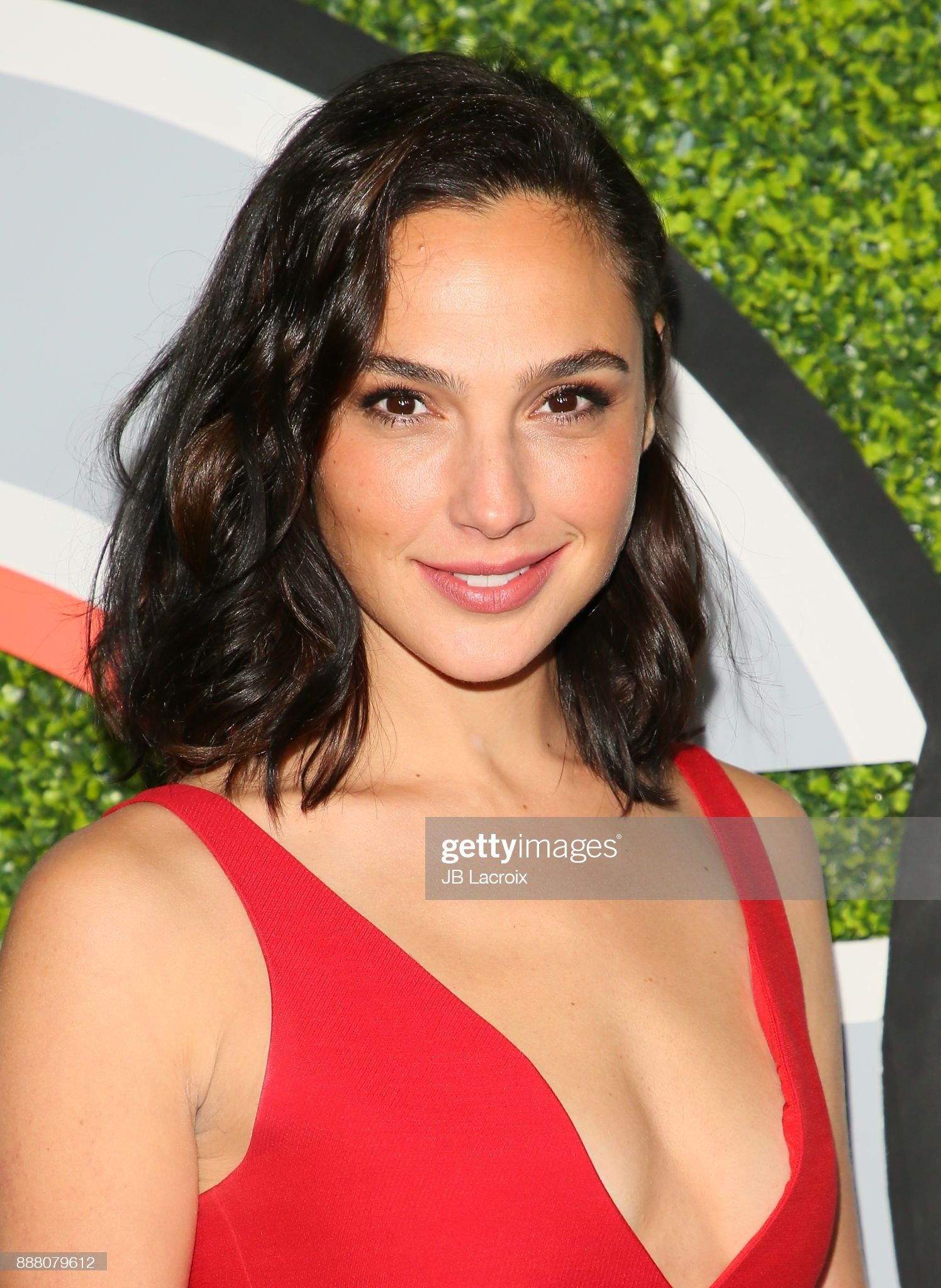 Top 80 Famosas Foroalturas - Página 2 Gal-gadot-attends-the-2017-gq-men-of-the-year-party-on-december-07-picture-id888079612?s=2048x2048