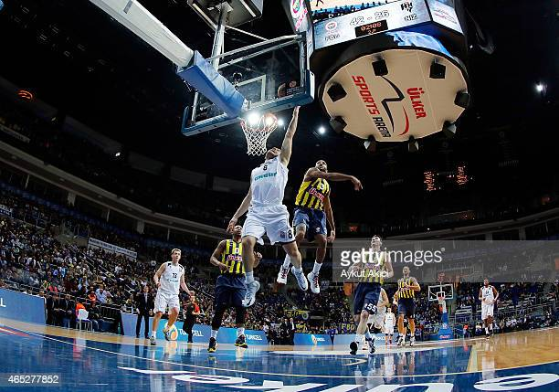 Gal Mekel #8 of Nizhny Novgorod competes with Ricky Hickman #3 of Fenerbahce Ulker Istanbul during the Turkish Airlines Euroleague Basketball Top 16...