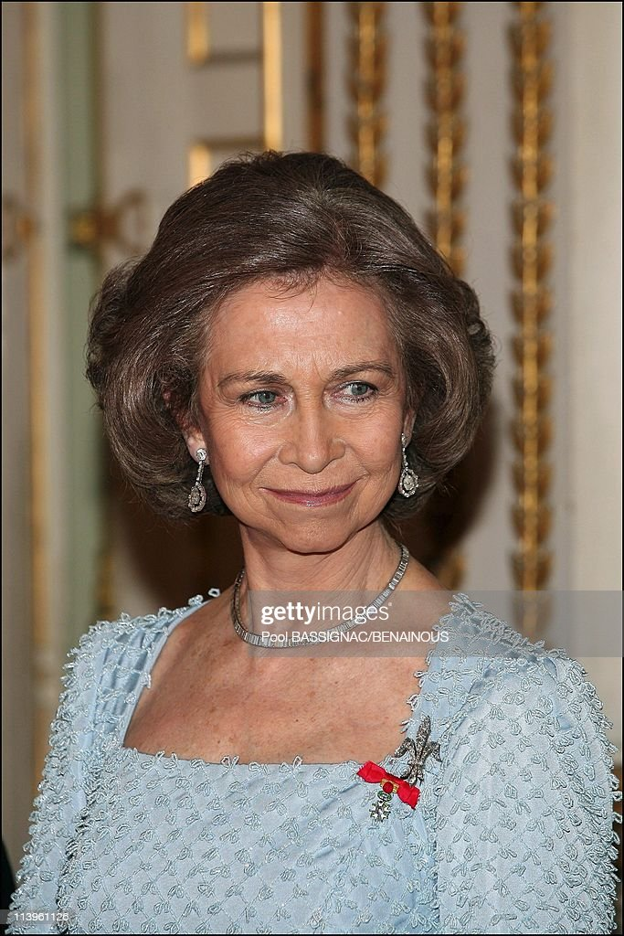 Gala dinner at the Elysee Palace as part of the Spanish Royals 3-Day State Visit In Paris, France On March 27, 2006- : News Photo
