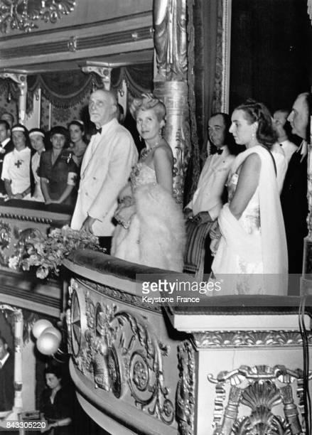 Gala en l'honneur de l'épouse du Président argentin, Eva Peron, à la Scala, lors de sa tournée européenne en 1947, Milan, Italie.
