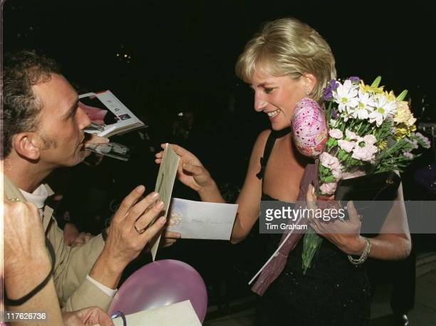 A Gala Evening To Celebrate The Tate Gallery's Centenary In London Diana Princess Of Wales Receiving Gifts And Flowers On Her 36th Birthday On 1st...