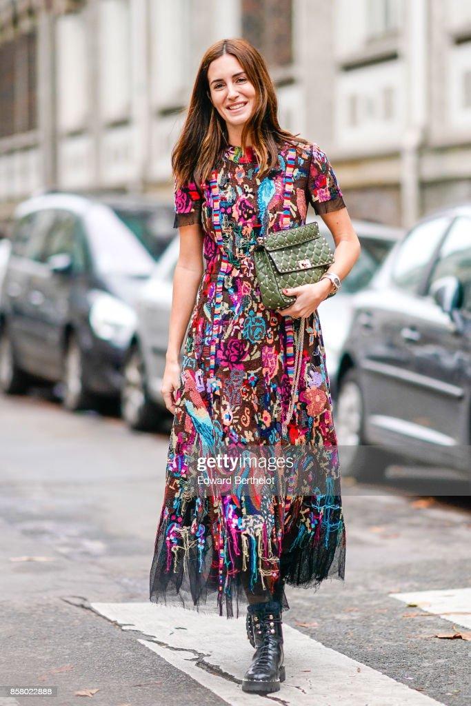 Street Style : Paris Fashion Week Womenswear Spring/Summer 2018 : Day Six : News Photo
