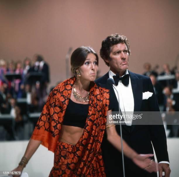 GalaAbend Pop 1971 Musiksendung Deutschland 1971 Moderatorenpaar des Abends Eva Renzi und Paul Hubschmid