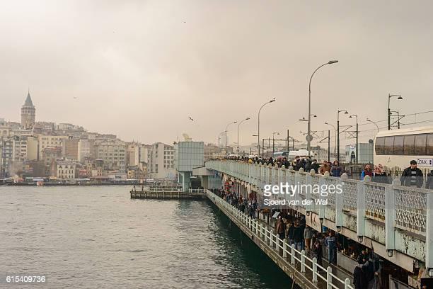 """pont de galata et disitrict à istanbul - """"sjoerd van der wal"""" photos et images de collection"""