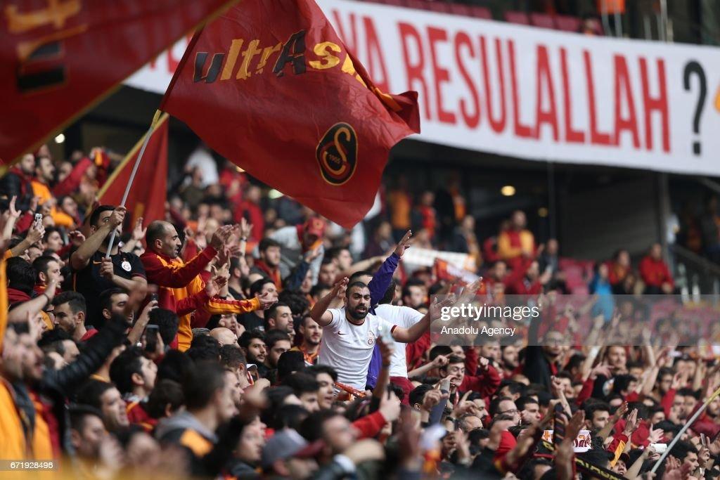 Galatasaray vs Fenerbahce : Turkish Spor Toto Super Lig : News Photo