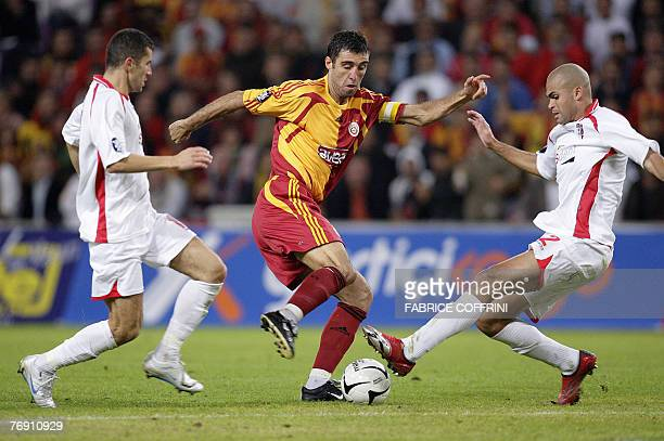 Galatasaray's Hakan Sukur vies with FC Sion's Kali and FC Sion's Adel Chedli during their UEFA Cup group stage first leg match 20 September 2007 in...