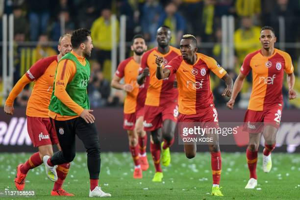 Galatasaray's Nigerian forward Henry Onyekuru celebrates with his team mates after scoring a goal during the Turkish Super league football match...