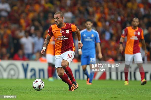 Galatasaray's Wesley Sneijder rides the ball during UEFA Champions League Group B match agaist Real Madrid at the Ali Sami Yen Area on September 17...