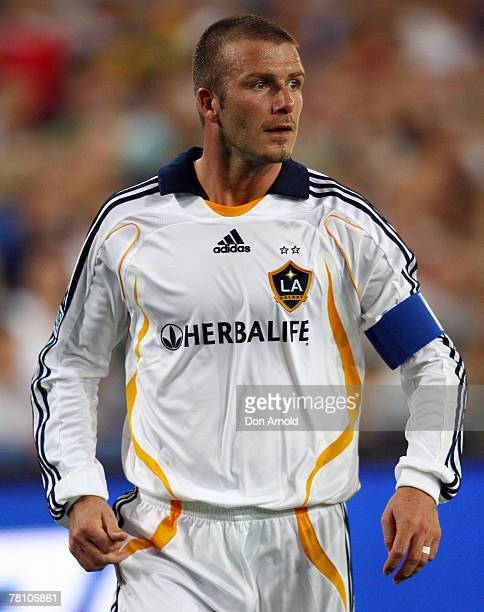 Galaxy player David Beckham in action during the Hyundai Club Challenge match between Sydney FC and the LA Galaxy at Telstra Stadium on November 27...