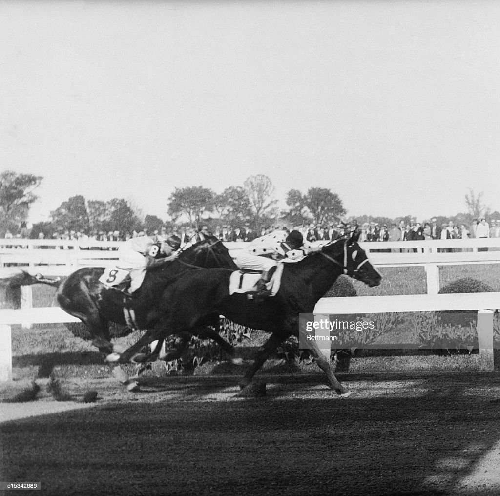 Gallant Fox Winning the Preakness Stakes in 1930 Pictures | Getty ...