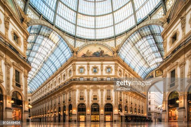 galleria vittorio emanuele ii, milan - italie photos et images de collection