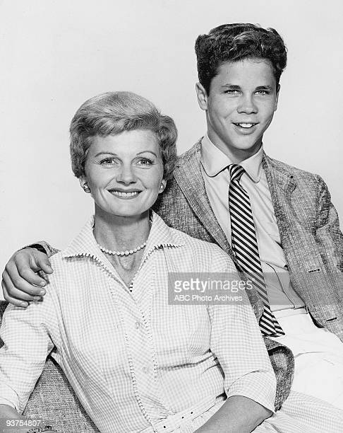 BEAVER Gallery 19571963 Barbara Billingsley Tony Dow