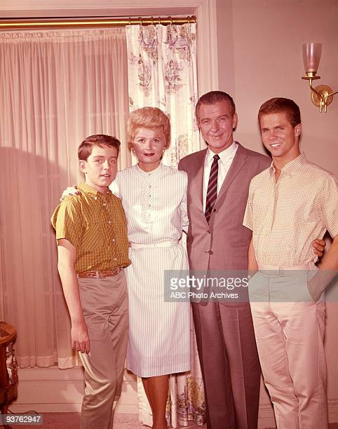 BEAVER gallery 196061 Jerry Mathers Barbara Billingsley Hugh Beaumont Tony Dow