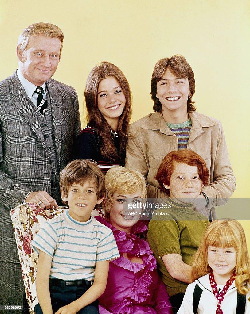 FAMILY - 'Gallery' 1970 Dave Madden, Jeremy Gelbwaks, Susan Dey, Shirley Jones, David Cassidy, Danny Bonaduce, Suzanne Crough