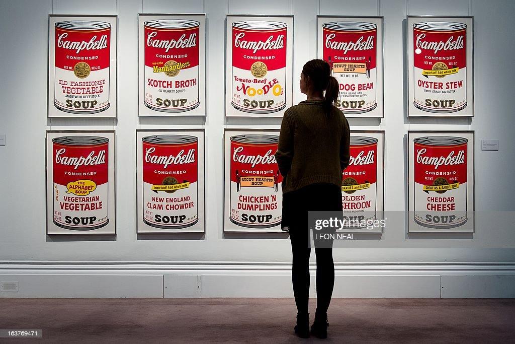 BRITAIN-ART-AUCTION-WARHOL : News Photo