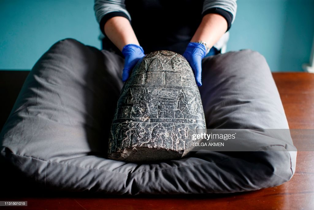 GBR: UK returns 3,000-year-old tablet looted during Iraq War