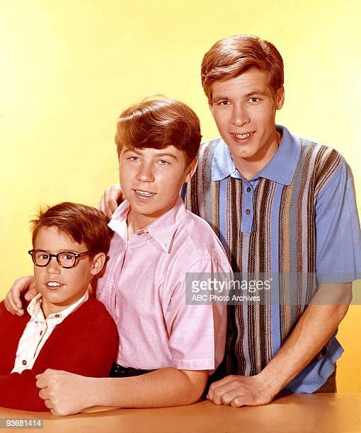 SONS Gallery Season 5 1965 Fred MacMurray stars as widowed aeronautical engineer Steve Douglas raising his three sons Don Grady Stanley Livingstone...