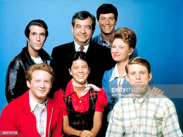 DAYS Gallery Season Three 9/9/75 Pictured top row left Henry WInkler Tom Bosley Anson Williams Marion Ross bottom row left Donny Most Erin Moran Ron...