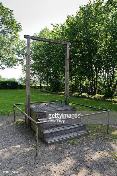 gallows specifically constructed for 1947 execution of rudolph hoess (rudolf hã¶ãŸ) the camp commandant of auschwitz concentration camp, poland - rudolf hoess stock-fotos und bilder