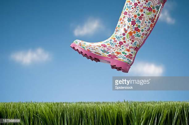 Galosh paso sobre hierba
