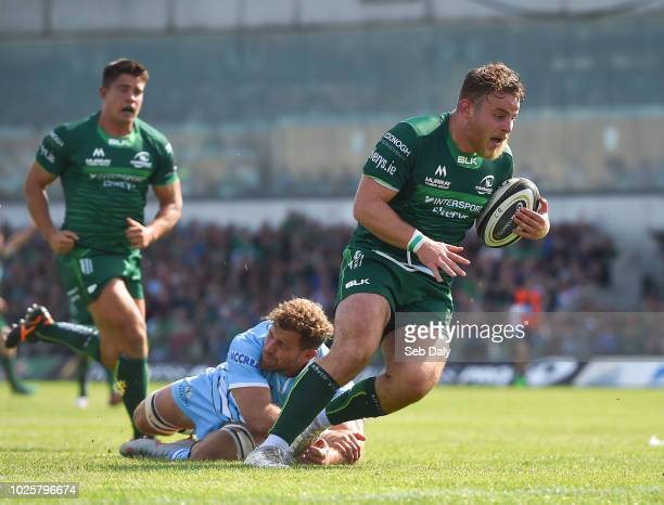 Galway , Ireland - 1 September 2018; Finlay Bealham of Connacht evades the tackle of Callum Gibbins of Glasgow Warriors on his way to scoring his...