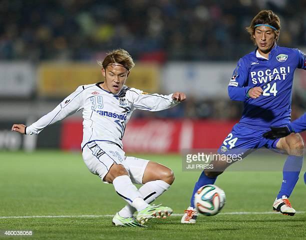 Gamba Osaka forward Takashi Usami shoots the ball past Tokushima Vortis defender Masahiro Nasukawa during their football match in Naruto Tokushima...