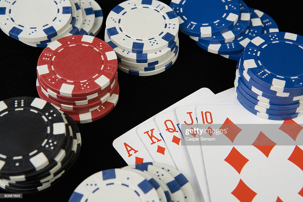 Gambling chips and playing cards : Foto de stock