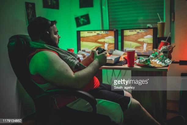 ビデオゲームをプレイするゲーマー - 依存症 ストックフォトと画像