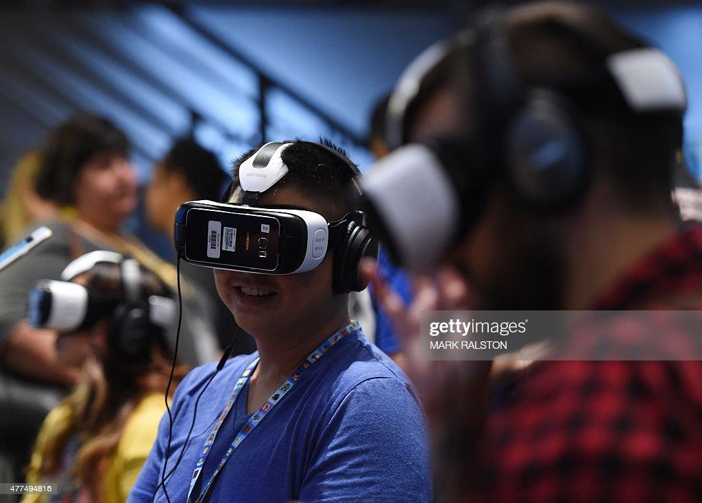 US-IT-INTERNET-GAMES-OCULUS-SONY-E3 : News Photo