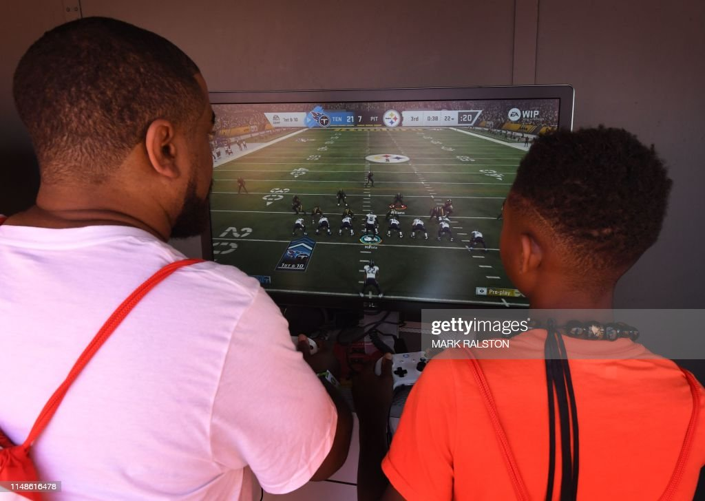 fbl-us-game-video-eaplay : News Photo