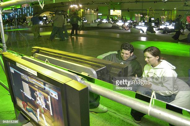 Gamers play Dead or Alive 4 on Microsoft Corp.'s new Xbox 360 video-game console at the Zero Hour event in Palmdale, California late Monday, November...
