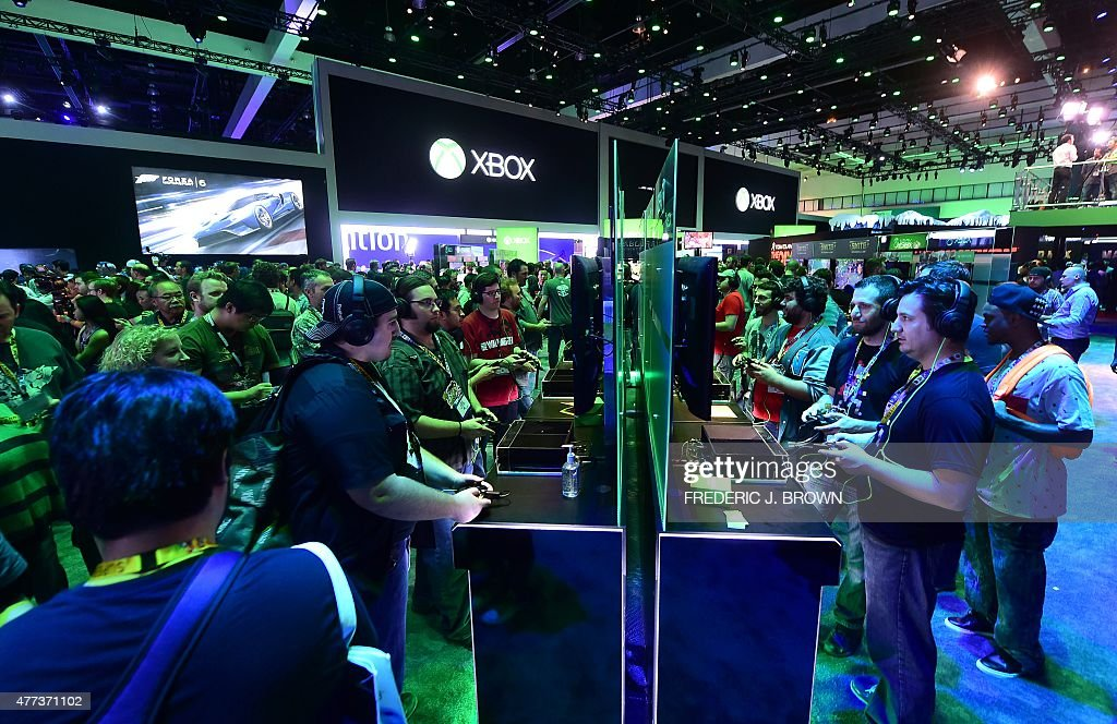 Gaming fans play Cuphead from Xbox One at E3 - the Electronic