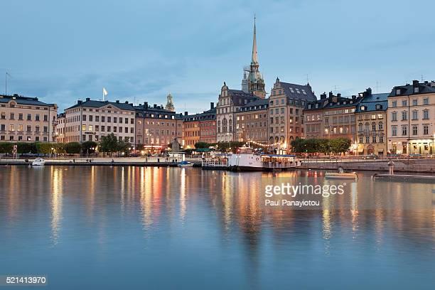 gamla stan at dusk. stockholm, sweden - stockholm stock pictures, royalty-free photos & images