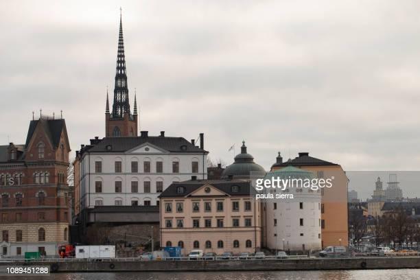 gamla stan from kungsholmen - riddarholmkirche stock-fotos und bilder