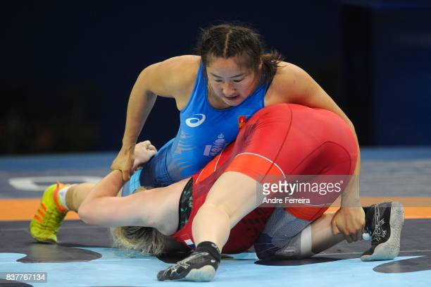 Gan Ochir of Mongolia and Pauline Lecarpentier of France during the female 75 kg wrestling competition of the Paris 2017 Women's World Championships...
