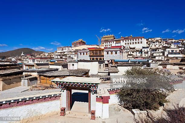 gandan sumtseling or songzanlin monastery - songzanlin monastery stockfoto's en -beelden