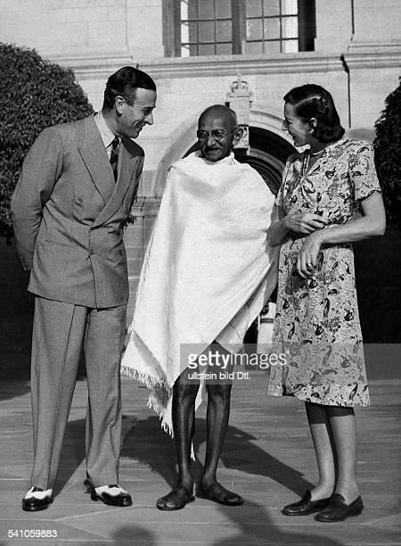 Gandhi Mahatma *02101869Politiker IndienFuehrer der indischen Unabhaengigkeitsbewegung mit dem brit Vizekoenig Lord Louis Mountbatten und dessen...
