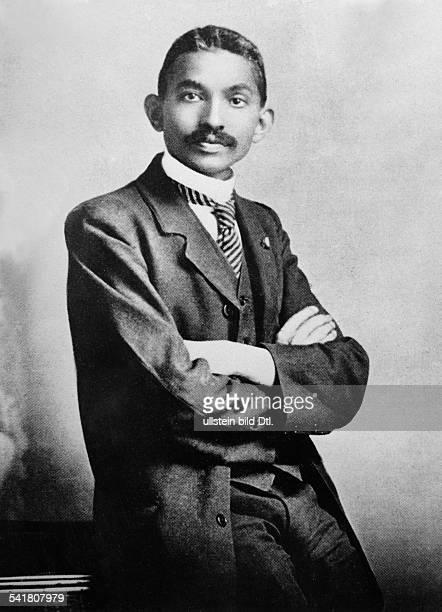 Gandhi Mahatma *02101869Politiker IndienFuehrer der indischen Unabhaengigkeitsbewegung Portrait als Anwalt in Johannesburg Suedafrika 1906