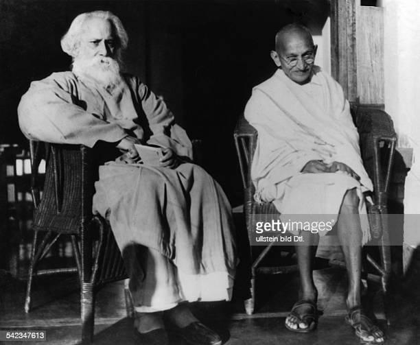 Gandhi Mahatma *02101869Politiker IndienFuehrer der indischen Unabhaengigkeitsbewegung mit dem Schriftsteller RabindranathTagore in Santiniketan...