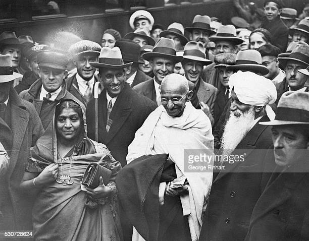 Gandhi walks with Sarojini Naidu from the station at Boulogne to the quay where he embarked on the channel steamer for Folkestone