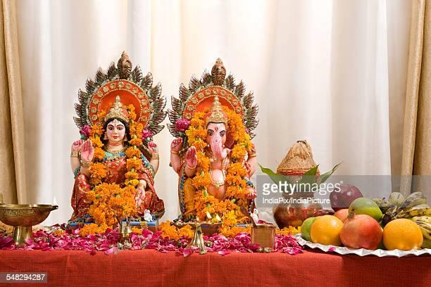 ganesh and lakshmi idols - goddess lakshmi stock photos and pictures
