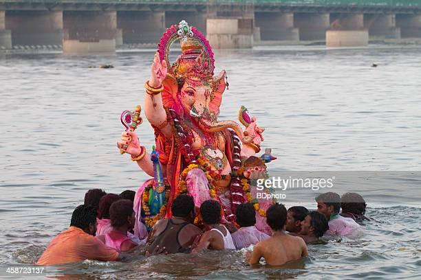 ganesha chaturthi, new delhi, india - yamuna river stock pictures, royalty-free photos & images