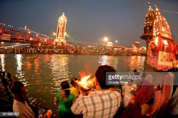 ganga aarti at har ki pauri ghat in kumbh mela, haridwar, uttaranchal, uttarakhand, india - haridwar stock pictures, royalty-free photos & images