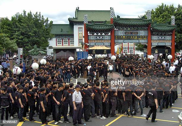 Gangsters line up to get into the funeral of Taiwanese gang boss Hsu Hai Ching in Taipei 29 May 2005 Thousands of gang members including rival gang...