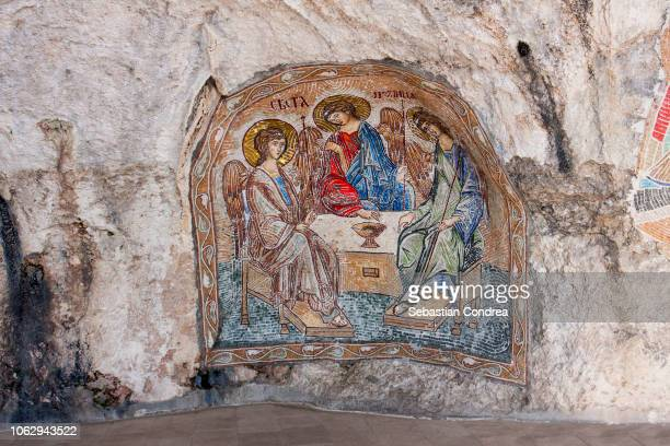 gangway with painting along high cliff at ostrog monastery, travel, montenegro - montenegro photos et images de collection