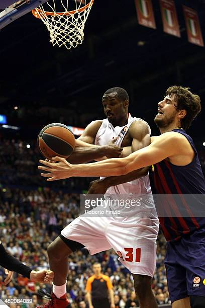 Gani Lawal, #31 of EA7 Emporio Armani Milan competes with Ante Tomic, #44 of FC Barcelona during the 2013-2014 Turkish Airlines Euroleague Top 16...